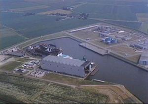 Luchtfotoserie overzicht haven industrie in de gemeente Harlingen