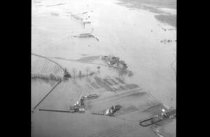 Hoogwater 1970. Luchtopname.